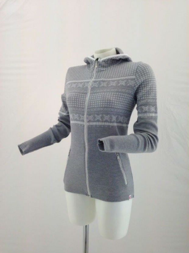 Due to the thermal insulation properties of Dryarn fibre, Newland sweaters are also said to be ideal for all outdoor activities in winter. © Newland