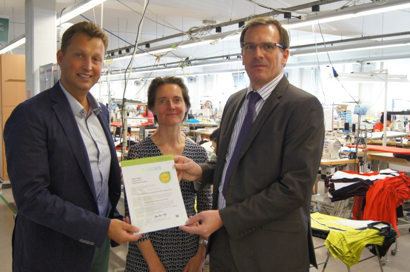 Helene Melnitzky, Head of Ecology at the Institut für Ökologie, Technik und Innovation GmbH (ÖTI) and Ing. Robert Löcker, MBA (CEO of ÖTI) awarded the STeP certificate to Mag. Otto Leodolter, Managing Director of LÖFFLER GmbH, pictured here on the left. © OEKO-TEX
