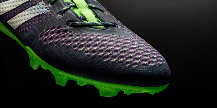 The forefoot contains a knit structure specifically designed to aid control. © adidas