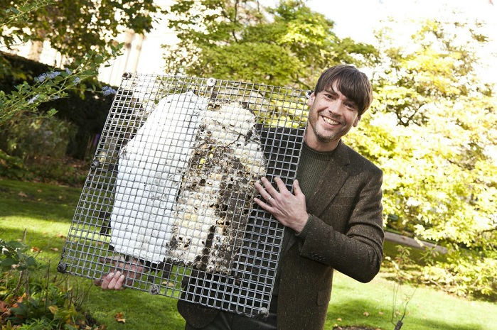 Alex James with the John Smedley garment sustainability test. © The Campaign for Wool
