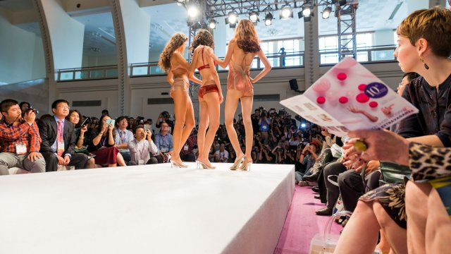 The show is a business platform bringing together the best players of the intimates, swimwear and sportswear industries in China. © Interfilière Shanghai