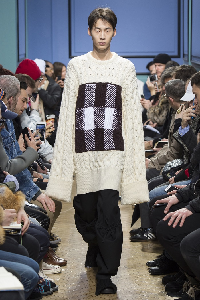 JW Anderson Oversized and mixed fabric trend from London Fashion Week mens. © JW Anderson