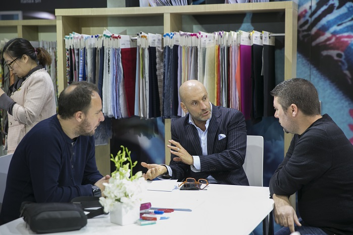 Business interaction. © Messe Frankfurt / Intertextile Shanghai Apparel Fabrics – Spring Edition 2017