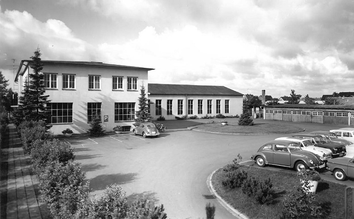 Production and administration building in the Gadelander Strasse in 1952. © Harry Lucas