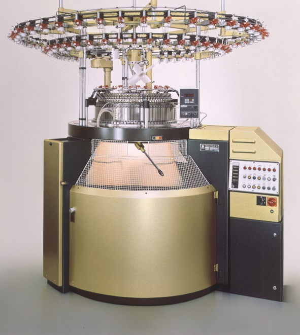 This is how a Relanit looked 30 years ago: Relanit 4, one of the machines presented on ITMA in 1987, works with four needle tracks. © Mayer & Cie.