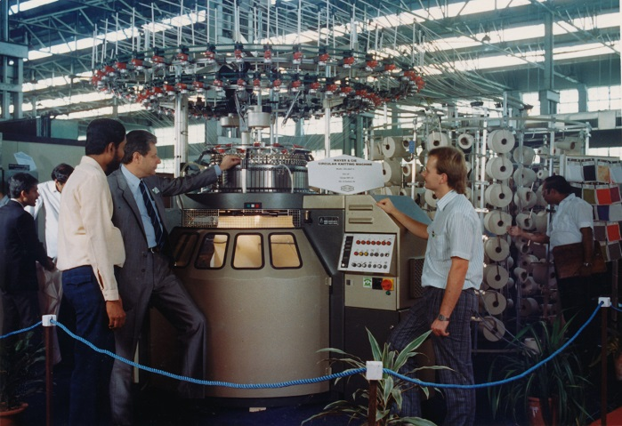 Then: Johannes Bitzer (right) beside a Relanit at the 1988 ITME. © Mayer & Cie.