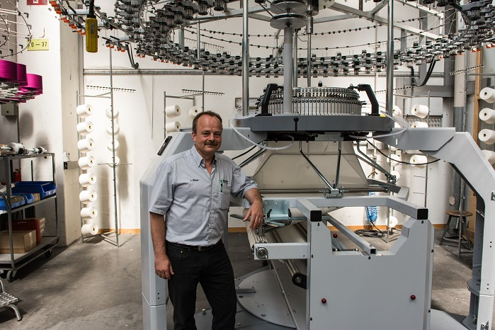 Now: Johannes Bitzer in front of a Relanit at the final assembly stage. © Mayer & Cie.