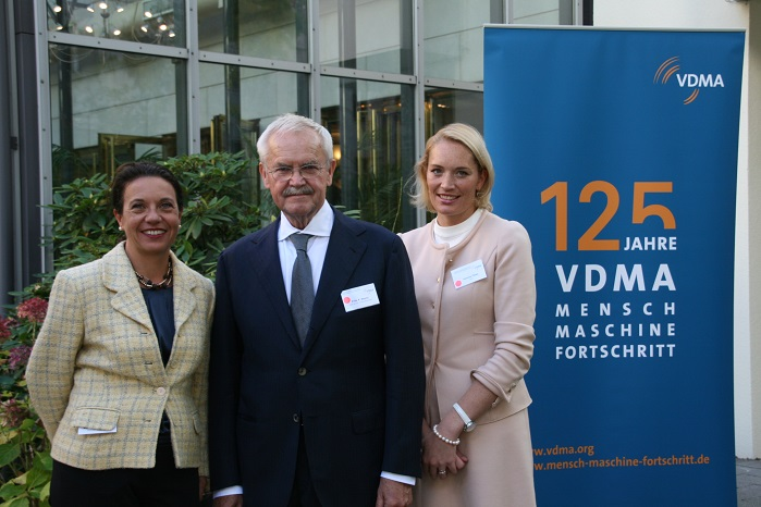 (f.l.t.r.): Chairperson and Vice Chairpersons of the Textile Machinery Association: Regina Brückner, Fritz P. Mayer, Verena Thies. © VDMA
