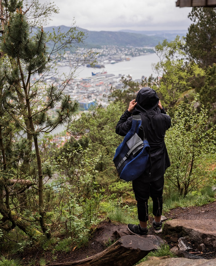 The round volume and soft contours of the backpack appear to merge with undulating landscapes. © Ola Krondahl