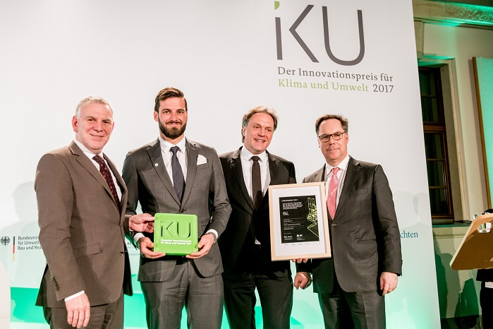 Sebastian Mayer of the Mayer & Cie. management and Michael A. Tuschak (left to right in the middle), spinitsystems marketing and sales, receiving the award from State Secretary Jochen Flasbarth (left) and Holger Lösch, BDI (right). © Christian Kruppa (christiankruppa.de)