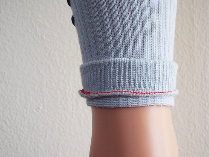 The sock is turned inside out, so that the linking remains on the inside of the sock. © Busi Giovanni