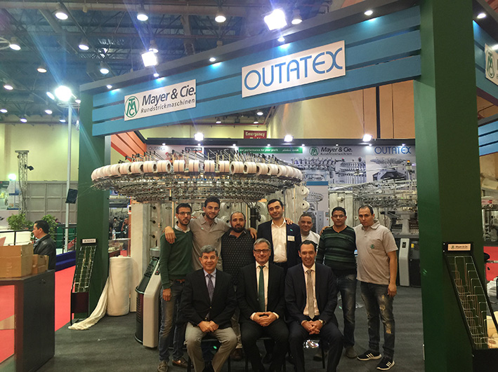 The Mayer & Cie. and the Outatex team in front of the circular knitting machine Relanit 3.2 S. © Mayer & Cie.