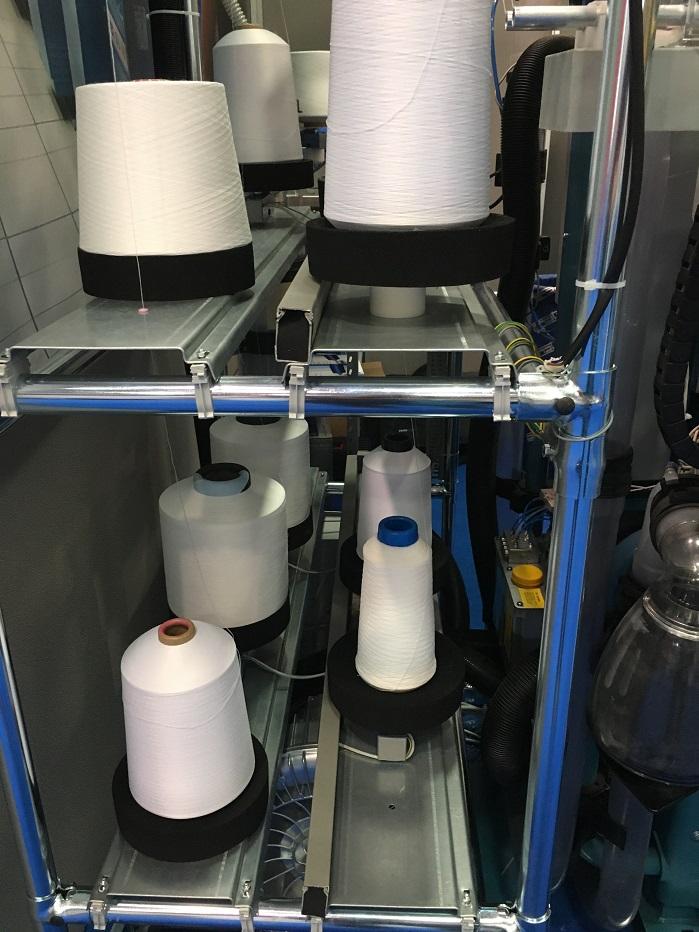 Each yarn package is weighed while the machine is in operation and the technology memorises values on the spot. © Knitting Industry
