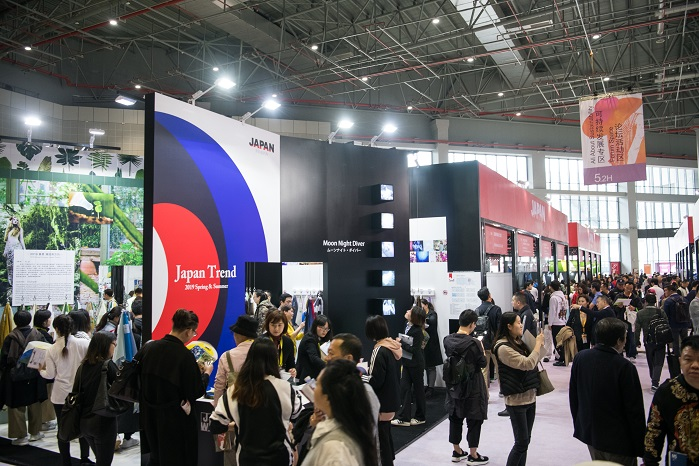The Japan Pavilion's Trend Forum, a popular attraction at the 2018 Spring Edition. © Messe Frankfurt/ Intertextile Shanghai Apparel Fabrics
