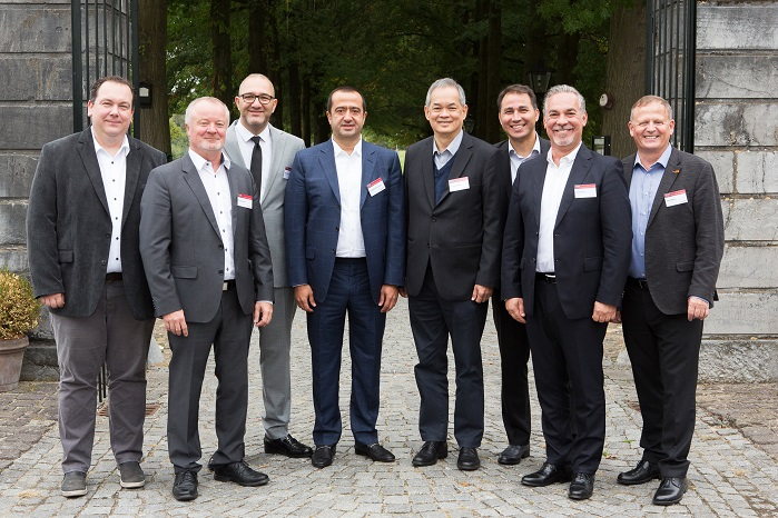Hakan Konukoğlu, Member of board, Sanko Holding (4.f.l.), Gökhan Aydın, Strategy and Business Development Manager, Sanko Textiles (3.f.l.), Clement Woon, CEO of Saurer (5.f.l.) and members of the Saurer management team. © Saurer Group