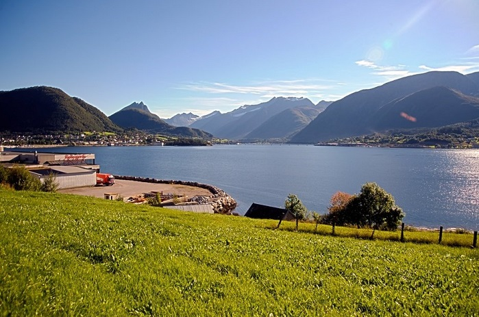 Sykkylven is situated in a beautiful and scenic area of Norway. © 3D Knitting & Technology AS