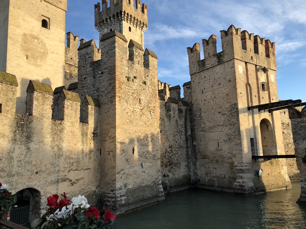 Scaligero Castle in Sirmione at Lake Garda, Italy. © Knitting Industry