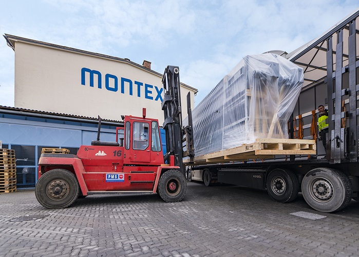Loading of a wide width machine for a new Monforts reference customer. © Monforts