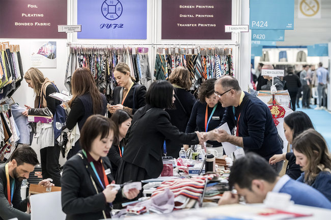 Visitors got down to business very quickly at exhibitors' stands, organisers report. © Messe Frankfurt France