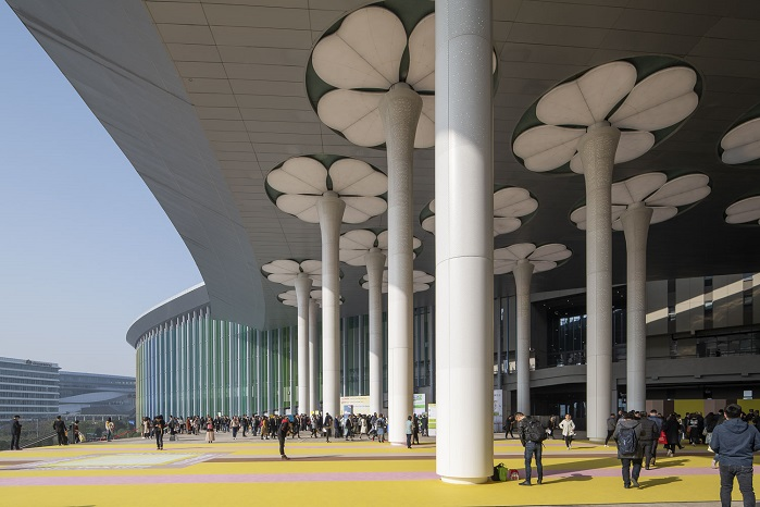 The show welcomed 94,661 visitors. © Messe Frankfurt / Intertextile Shanghai Apparel Fabrics
