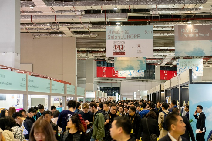 Busy SalonEurope. © Messe Frankfurt / Intertextile Shanghai Apparel Fabrics