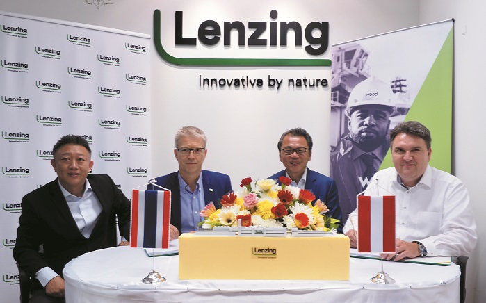 Signing of contract Lenzing and Wood. © Lenzing