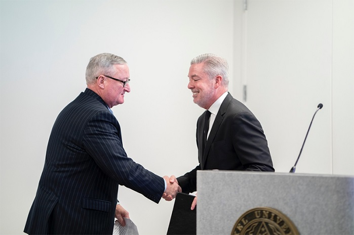 Mayor Jim Kenney shakes hands with President Fry as he is introduced for his speech. © Drexel University