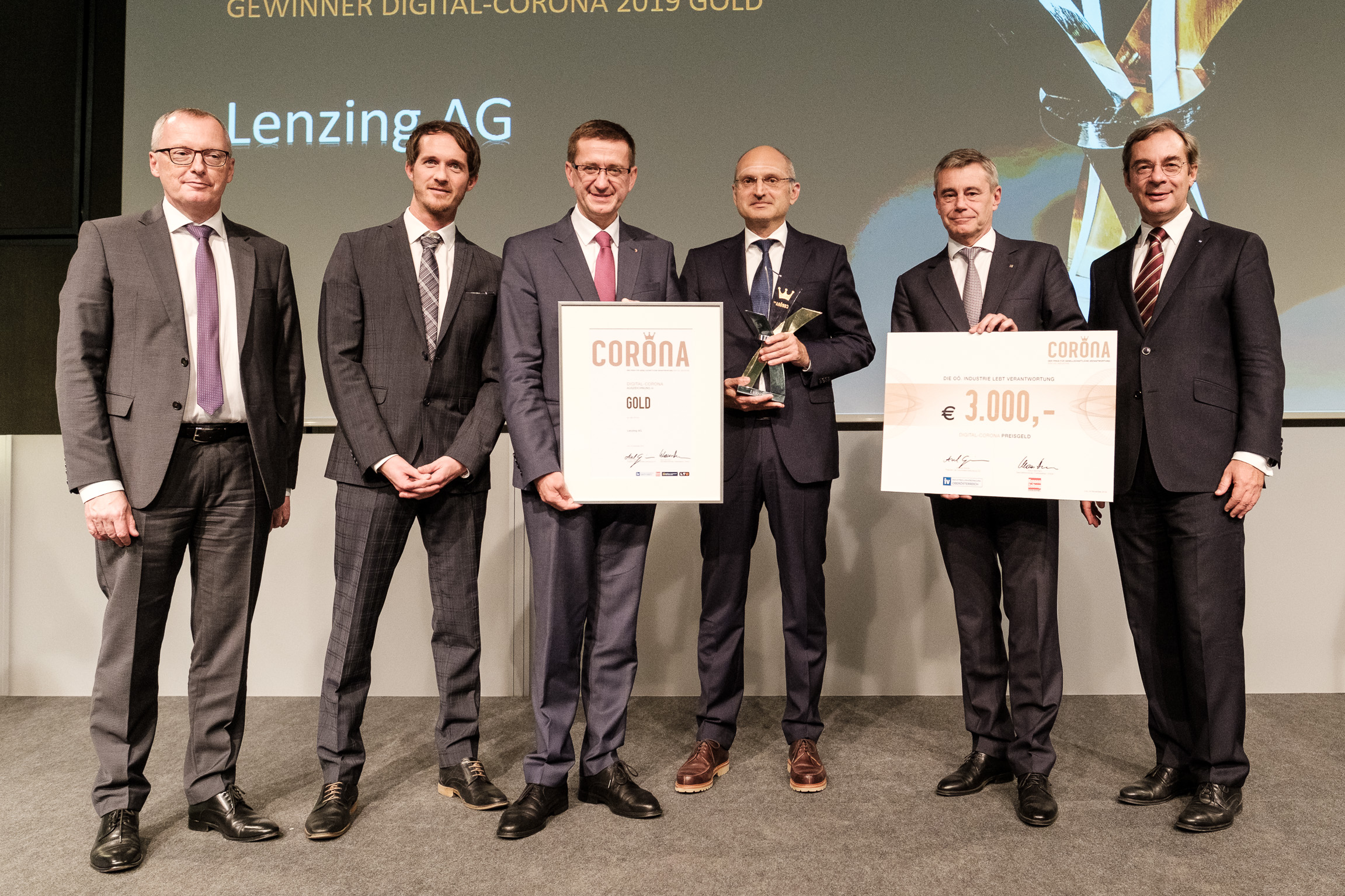 Lenzing was delighted to receive the first prize for the introduction of blockchain technology for fibre identification along the textile value chain. © Lenzing.