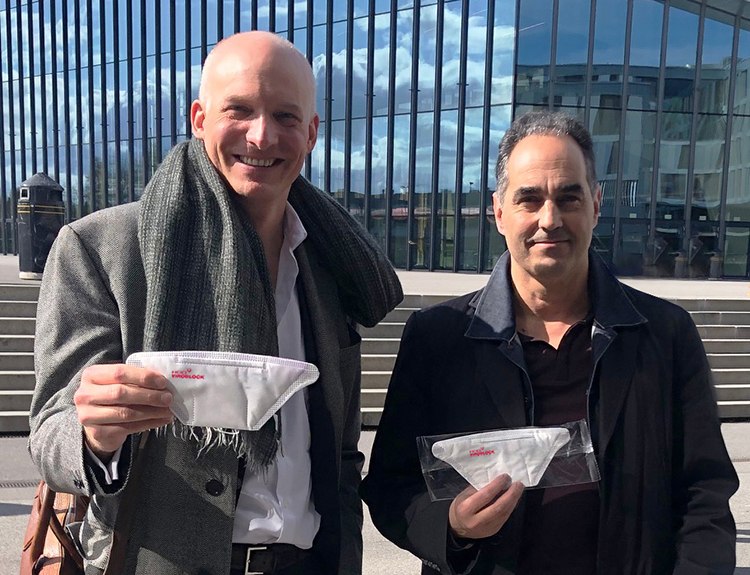 From left to right: Carlo Centonze, Dr. Thierry Pelet holding the first prototype of HeiQ Viroblock NPJ03 treated face masks. © HeiQ.