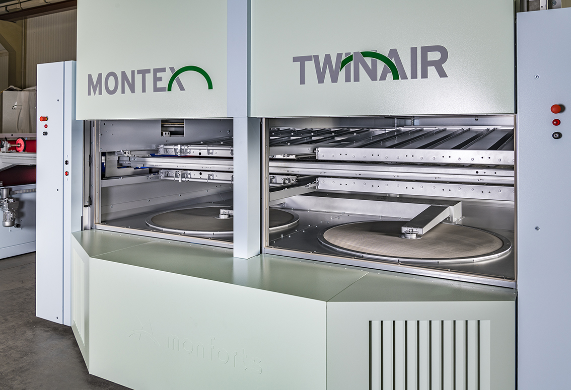 On the Monforts TwinAir system, the airflows above and below the fabric being dried can be regulated completely independently of each other.